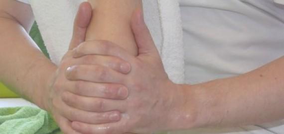 Relaxační masáž s lávovými kameny